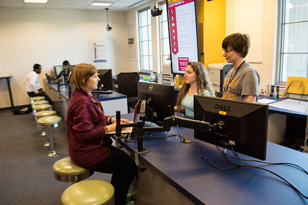 students in Coffman Memorial Union Technology Help walk-in location